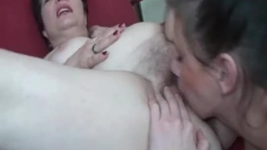 Nasty mature lesbia ngets her pussy